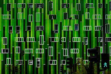 Groene gevel met groen stoplicht sur Maerten Prins