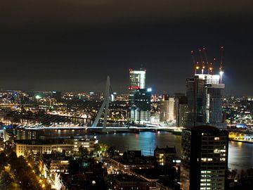 Skyline Rotterdam bij nacht van P van Beek
