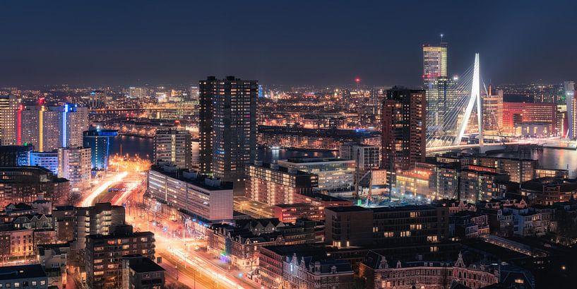 Spitsuur - Panorama Skyline Rotterdam van Vincent Fennis