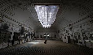 Große Halle in einem verlassenen Hotel