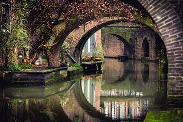 Doorkijkje aan de Kromme Nieuwegracht te Utrecht. van De Utrechtse Grachten