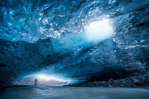 Grotte de glacier en Islande sur Thomas Kuipers