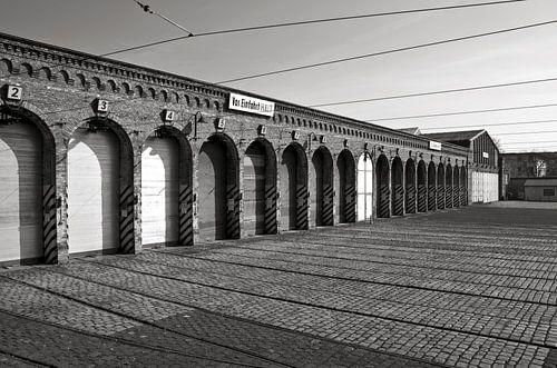 Old Tram Depot - Berlin - black & white van Silva Wischeropp