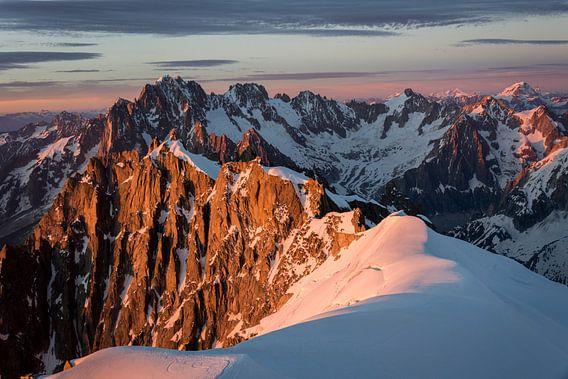 Coucher de soleil sur les Alpes van Thomas C