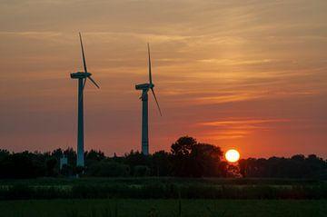 Windräder im Sonnenuntergang Horumersiel van Michael Nägele