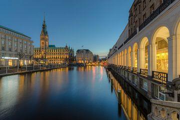 Hamburg Alsterarkaden and town hall van