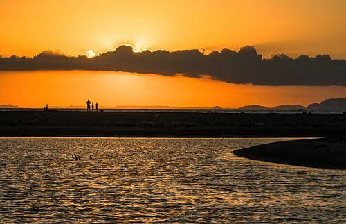Eenzame zonsondergang aan de Stille Oceaan