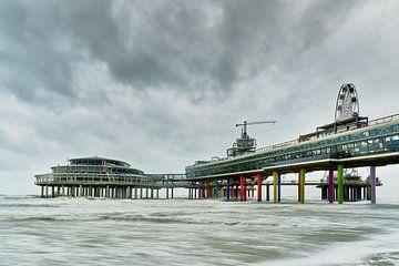 Wester storm bij de Scheveningse pier. van Johan Kalthof