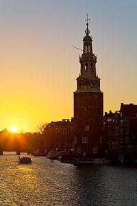 Montelbaanstoren tijdens zonsondergang te Amsterdam