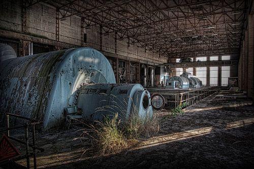 Verlaten energiecentrale 2  (Urbex) van Eus Driessen