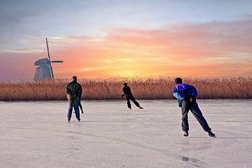Schaatsen bij de molen in Noord Holland Nederland bij zonsondergang sur Nisangha Masselink