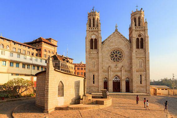 Andohalo Kathedraal in Antananarivo van Dennis van de Water