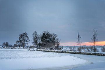 Polderlandschap tijdens zonsopgang besneeuwd! van Rossum-Fotografie