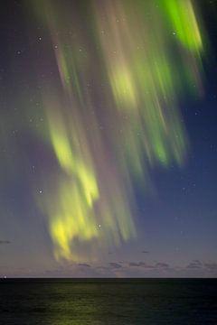 Noorderlicht boven zee van Sander Groffen