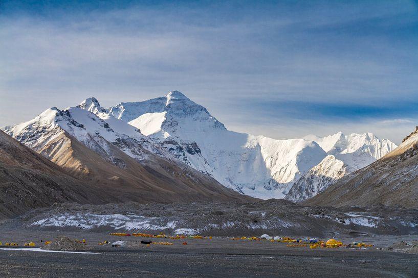 Zonsopgang bij Mount Everest base camp van Erwin Blekkenhorst