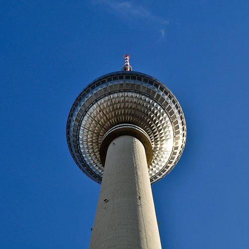 TV Tower - East-Berlin - Alexanderplatz van Silva Wischeropp