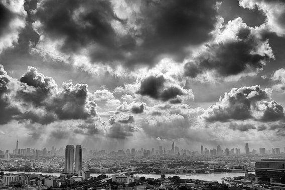Dramatic clouds over Bangkok von Jelle Dobma