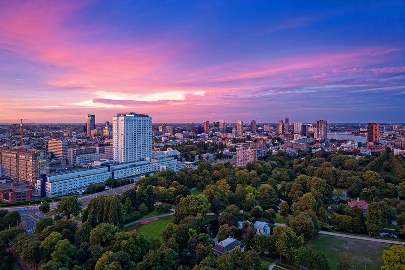 Pink and blue / Rotterdam / Euromast van Rob de Voogd / zzapback