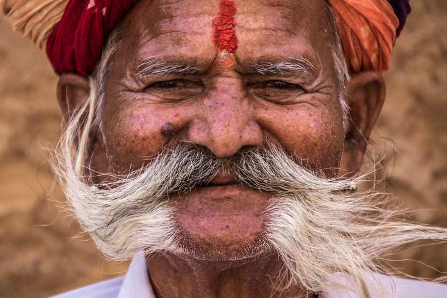 A Smile in India von Hans Moerkens