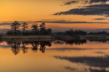 Sonnenuntergang über dem Sondeler Leien in Gaasterland, Friesland. von Harrie Muis