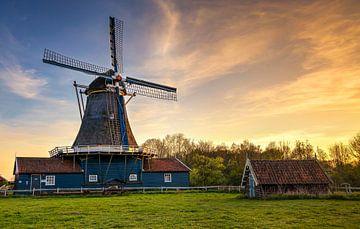 Sonnenuntergang an der Bolwerksmolen in Deventer, Niederlande von Adelheid Smitt