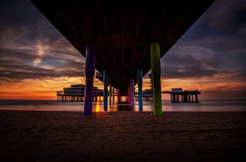 Zonsondergang onder de pier van Eus Driessen