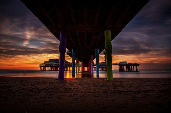 Zonsondergang onder de pier