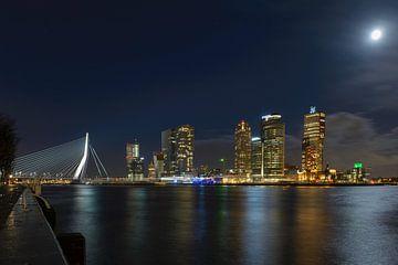 Panorama Erasmusbrug Rotterdam bij nacht van