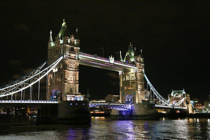 Tower Bridge in Londen van Jeroen Koppes