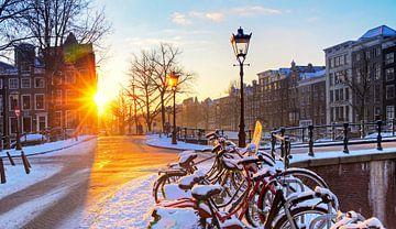 Wintersonnenaufgang Amsterdam von Dennis van de Water