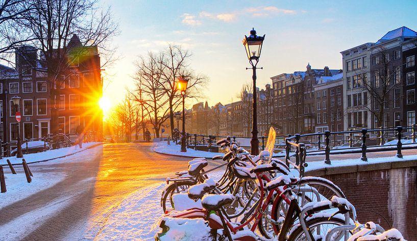 Winter zonsopkomst Amsterdam van Dennis van de Water