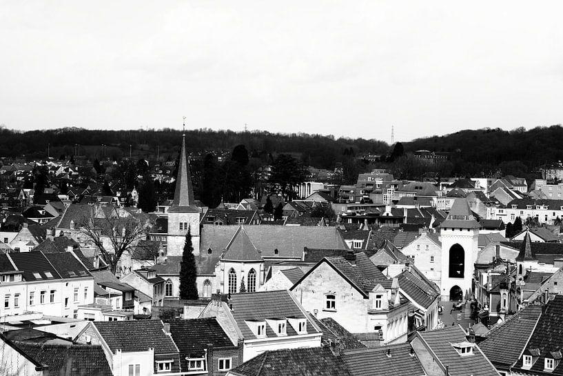 Uitzicht op de kerk van Valkenburg von Joyce Pals