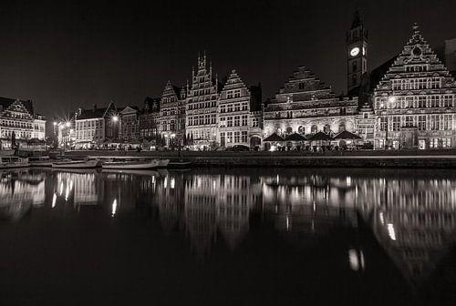 De Graslei in Gent bij nacht van