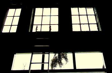 Raam zwart wit tegenlicht van Angelique Roelofs