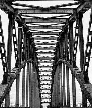 De oude Ijsselbrug van Wouter Van der Zwan