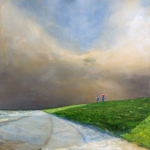 Twee fietsers op de zeedijk  van