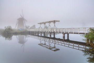Neblig Kinderdijk von Jan Koppelaar