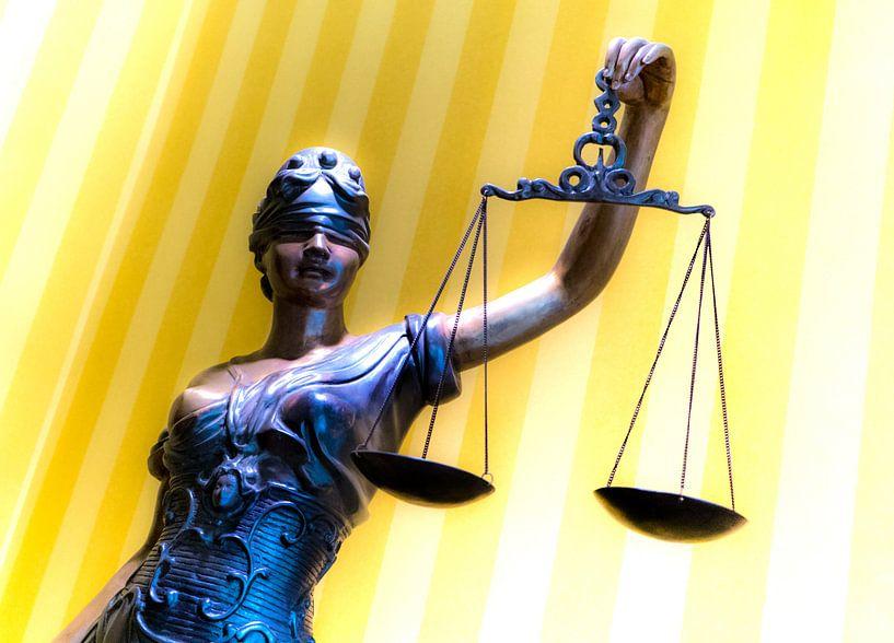 Vrouwe Justitia van Ton C Kroon