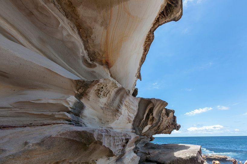 Bondi beach rotspartij aan de kust van Sydney, Australia van Tjeerd Kruse