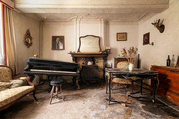 Piano in een Verlaten Huis. van Roman Robroek