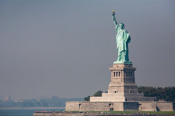 Vrijheidsbeeld New York vanaf ferry  van Jean-Paul Wagemakers