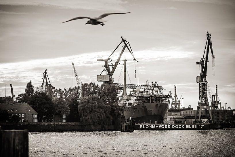 Hamburg Harbour (Black and White) van Alexander Voss