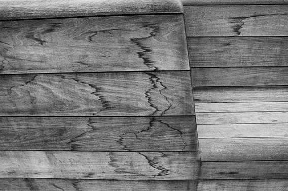 wooden bench van Jo Beerens