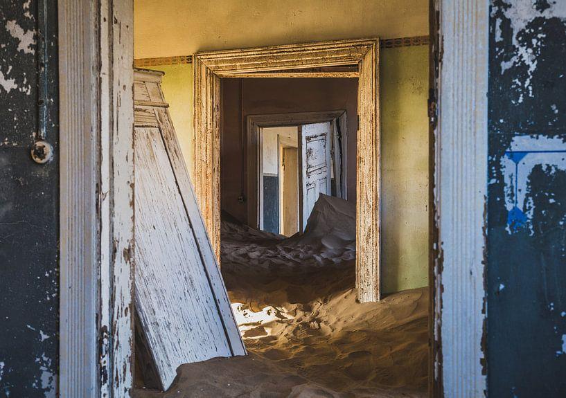 Die verlassene Geisterstadt Kolmanskuppe in Namibia. von Claudio Duarte