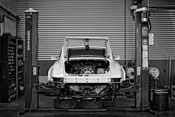 Porsche 911 SC 3.0 in de werkplaats van Rick Wolterink