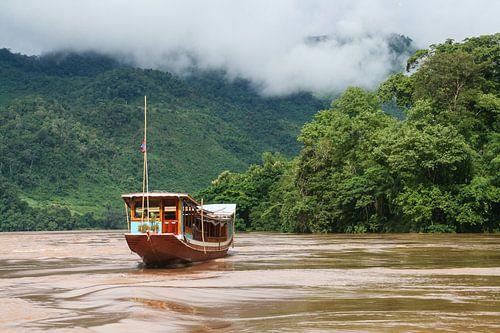 Cruiseschip op Mekong Rivier van Erwin Blekkenhorst