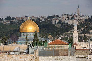 Koepel van moske op tempel rots in Jeruzalem, Israel. van Joost Adriaanse