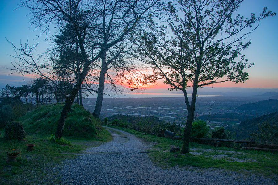 Zonsondergang over Toscane van Justin Travel
