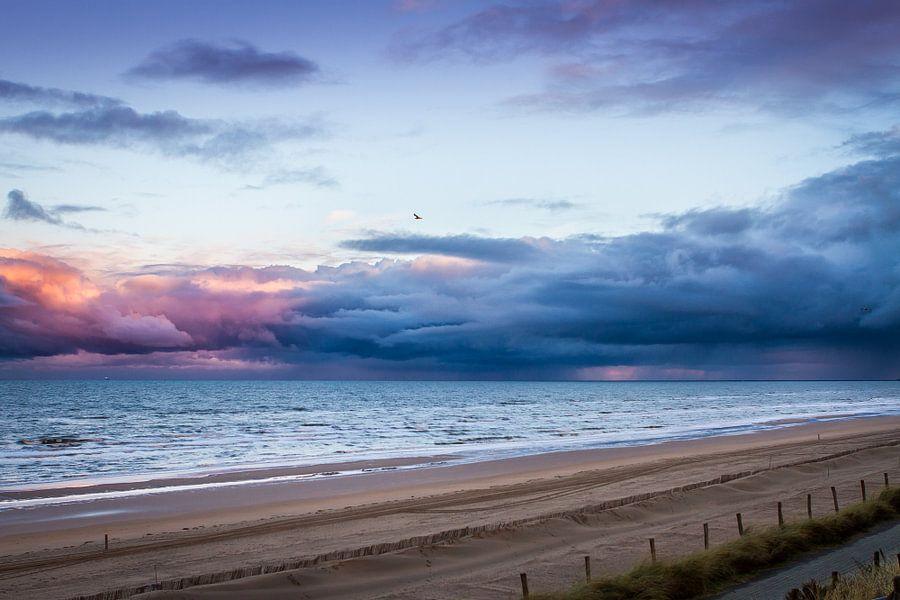 Zonsopkomst strand Zandvoort van Leon Weggelaar
