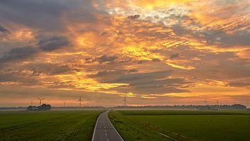 zonsopkomst in het Noord-Hollands landschap van